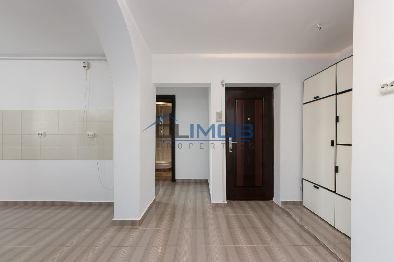 Apartament 3 camere, extrem de primitor, Crangasi
