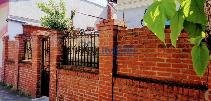 Vând casa 2 camere cu toate dependințele și curte la Obor-Colentina