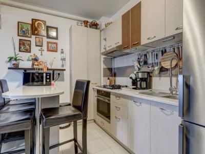 Apartament  cu 2 camere cu bucătărie mobilată